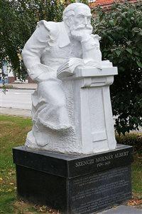 szma szobor megtisztitva