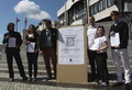 Tiltakozás a parlament előtt - kisiskoláink felszámolása