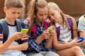 B. Vida Júlia: Online gyermekeink